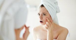 Gesichtsreinigungsbürste bei Akne